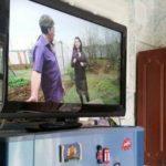 Допускается ли устанавливать телевизор на крышку холодильника?