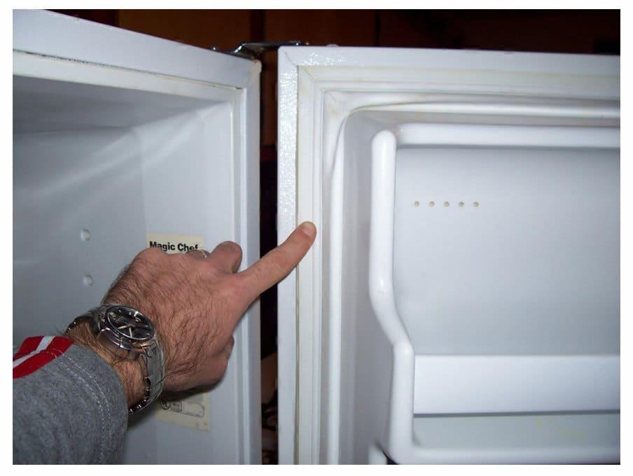 не закрывается холодильник