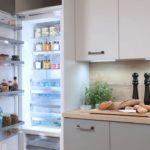 Как встроить обычный холодильник в кухню?