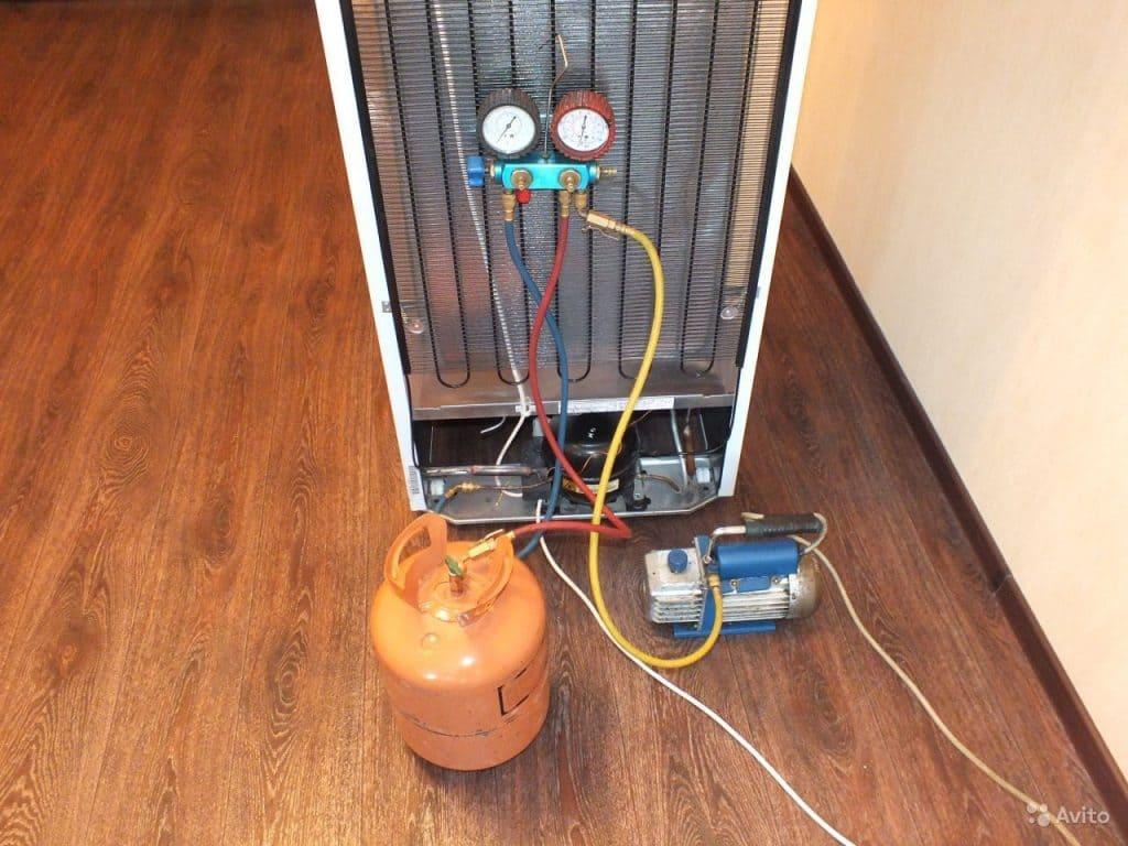 замена фреона холодильника